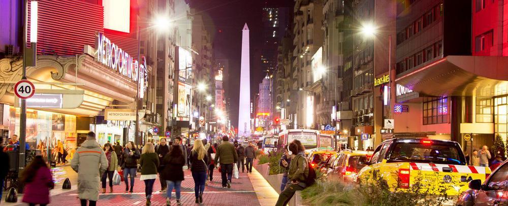 obelisco_noche_gente_luces_1500x610